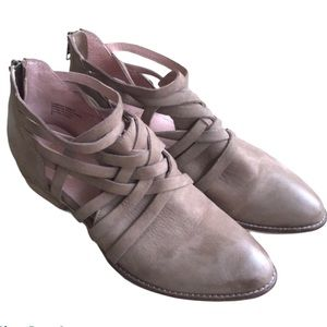 SEYCHELLES SO BLUE TAUPE LEATHER BOOTIES SIZE 7